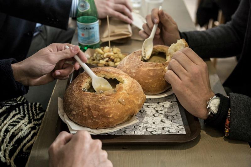 Dalle schiscette ai sostitutivi dei pasti, l'era del cibo è davvero finita?